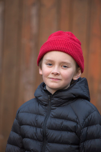 Sweden, Portrait of boy (12-13) wearing red capの写真素材 [FYI02195009]