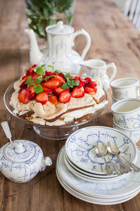 Finland, Tea set and strawberry dessert on tableの写真素材 [FYI02195109]