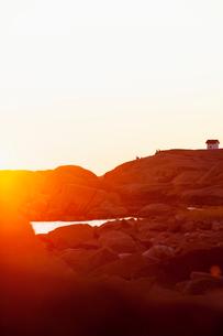 Sweden, Bohuslan, Lysekil, Stangehuvud, Idyllic sunset at seasideの写真素材 [FYI02195323]