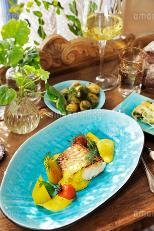 Sweden, Fillet with lemon and parsleyの写真素材 [FYI02195347]