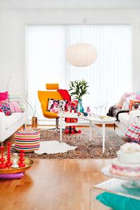 Sweden, Multi colored living roomの写真素材 [FYI02195552]