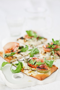 Sweden, Pizza with goat cheese cream, rocket, pine nuts, figs and parma hamの写真素材 [FYI02196062]