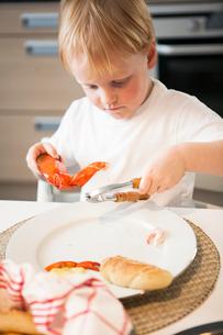 Sweden, Boy (6-7) eating crayfishの写真素材 [FYI02196153]