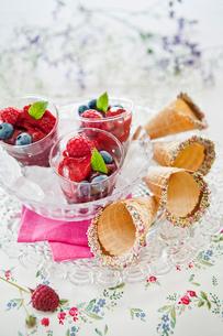 Sweden, Raspberry sorbet with conesの写真素材 [FYI02196169]