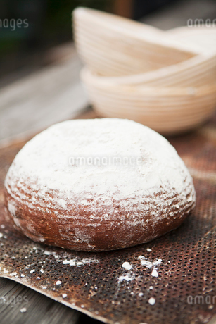 Sweden, Close-up view of flour covered breadの写真素材 [FYI02196300]