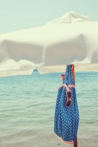 Greece, Skiathos, Beach bag hanging under parasolの写真素材 [FYI02196409]