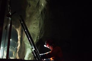 Sweden, Norrbotten, Kiruna, Miner working undergroundの写真素材 [FYI02196658]