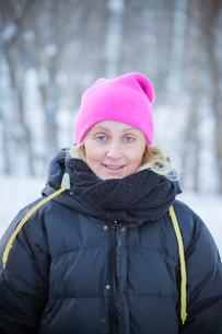 Sweden, Narke, Filipshyttan, Portrait of mature woman wearing warm clothesの写真素材 [FYI02196705]