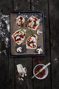 Pizza's preparationの写真素材 [FYI02196719]