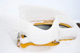 Sweden, Car covered with deep snowの写真素材 [FYI02196785]
