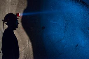 Sweden, Norrbotten, Kiruna, Miner working undergroundの写真素材 [FYI02196822]