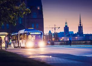 Sweden, Stockholm, Public bus on street at nightの写真素材 [FYI02197038]