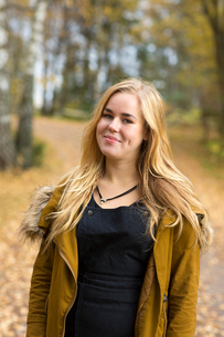 Sweden, Ostergotland, Mjolby, Portrait of blonde teenager (16-17) smilingの写真素材 [FYI02197199]