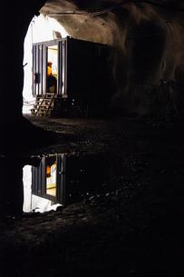 Sweden, Norrbotten, Kiruna, Miner working undergroundの写真素材 [FYI02197477]