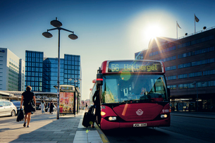 Sweden, Vastra Gotaland, Gothenburg, Eriksberg, Public bus on bus stopの写真素材 [FYI02197600]