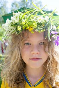 Sweden, Dalarna, Malingsbo, Portrait of boy (10-11) in flower wreathの写真素材 [FYI02197769]