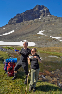 Sweden, Sarek National park, Pastavagge, Father and daughter (12-13 years) hiking in mountainsの写真素材 [FYI02198001]