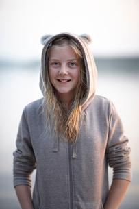 Sweden, Dalarna, Siljan, Girl (12-13) wearing bear print hoodieの写真素材 [FYI02198174]