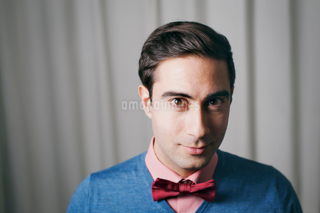 Sweden, Portrait of man wearing bow tieの写真素材 [FYI02198224]