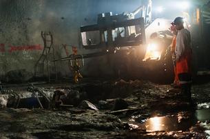 Sweden, Norrbotten, Kiruna, Miners working undergroundの写真素材 [FYI02198311]