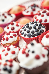 Sweden, Smaland, Cupcakes with berriesの写真素材 [FYI02198635]