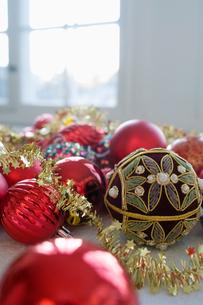 Decorated Christmas bulbsの写真素材 [FYI02198636]