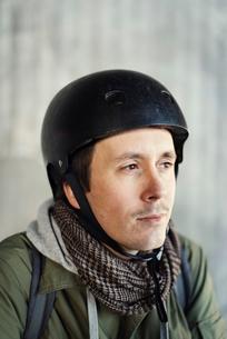 Sweden, Sodermanland, Stockholm, Sodermalm, Slussen, Mid adult man in helmet looking awayの写真素材 [FYI02199023]