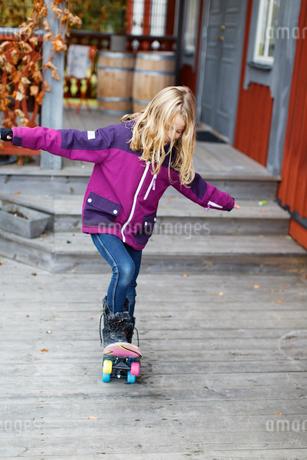 Sweden, Girl (10-11) riding on skateboardの写真素材 [FYI02199196]