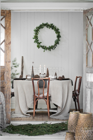 Sweden, Decorated living room during Christmasの写真素材 [FYI02199287]