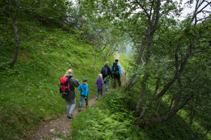 Norway, Glomsdalen, People with kids (6-7, 8-9) hikingの写真素材 [FYI02199318]