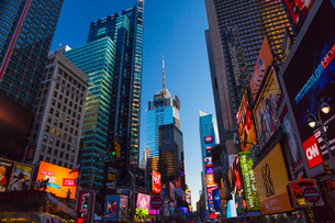 USA, New York State, New York City, Manhattan, Times Square at duskの写真素材 [FYI02199381]