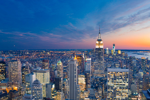 USA, New York State, New York, Manhattan, High angle view of city at duskの写真素材 [FYI02199474]