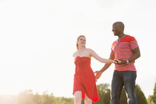 Sweden, Vastmanland, Bergslagen, Hallefors, Mid adult couple walkingの写真素材 [FYI02199753]