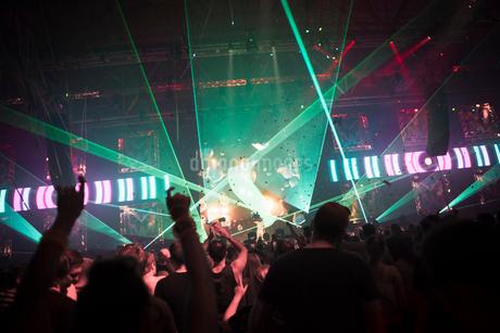 Finland, Uusimaa, Helsinki, Cheering audience at Summer Sound Festivalの写真素材 [FYI02199835]