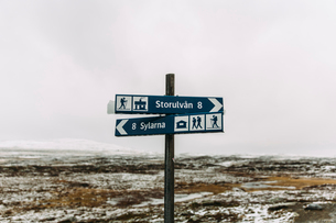 Sweden, Sylama, Jamtland, Hiking information signs in winterの写真素材 [FYI02199874]