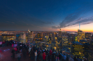 USA, New York State, New York City, Manhattan, View of cityscape from top of Rockefeller Center at dの写真素材 [FYI02200299]