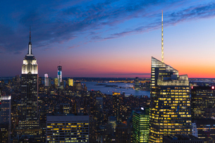 USA, New York State, New York City, Skyscrapers on Manhattan at duskの写真素材 [FYI02200550]