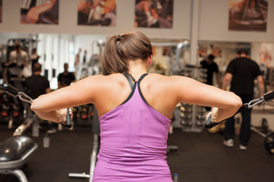 Sweden, Young woman exercising at gymの写真素材 [FYI02200675]