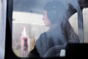 Sweden, Uppland, Nacka, Woman driving bulldozerの写真素材 [FYI02200685]