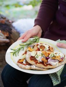 Sweden, Woman holding plate with mini pizzasの写真素材 [FYI02200793]