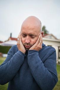 Sweden, Blekinge, Bald mature man with head in handsの写真素材 [FYI02200900]