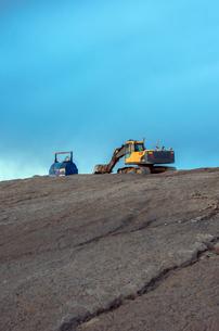 Finland, Pohjanmaa, Pietarsaari, Bulldozer on rocky surfaceの写真素材 [FYI02200969]