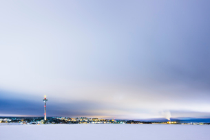 Finland, Pirkanmaa, Tampere, Winter scene with city and communication tower in backgroundの写真素材 [FYI02201110]