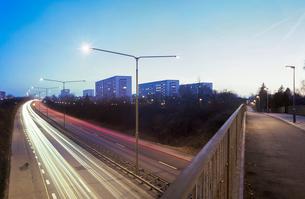 Sweden, Skane, Malmo, Soderkulla, Long exposure shot of highwayの写真素材 [FYI02201115]