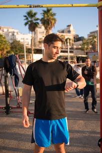 Israel, Tel Aviv, Mid adult man looking at smart watchの写真素材 [FYI02201210]