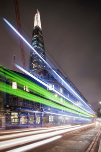 UK, England, London, Illuminated Shard skyscraper with light trails in foregroundの写真素材 [FYI02201334]