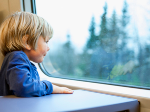 Finland, Little boy (2-3) looking through window in trainの写真素材 [FYI02201500]