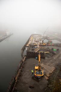 Sweden, Sodermanland, Hammarby Sjostad, Construction site in harborの写真素材 [FYI02201601]