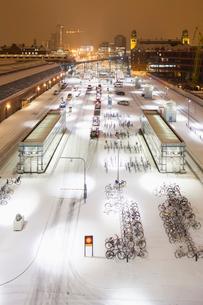 Sweden, Skane, Malmo, Railroad station at nightの写真素材 [FYI02201669]