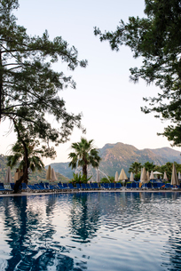 Turkey, Mugla, Marmaris, Swimming pool in holiday resort and mountains in backgroundの写真素材 [FYI02201693]